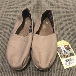 NWT Canvas TOMS